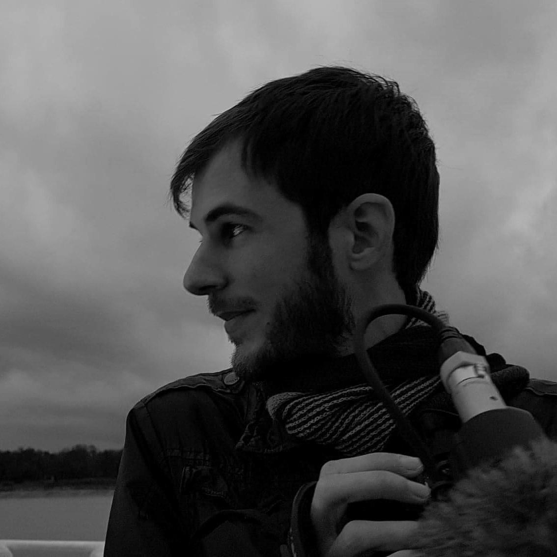 """Read more about the article Interview: Maxime Simone, réalisateur de """"Si loin de l'enfer"""""""